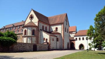 Ferienwohnungen im historischen Torhaus - Foto: Kloster