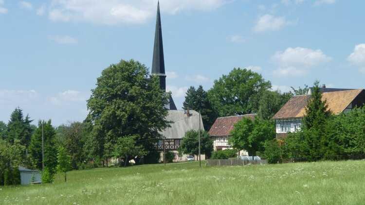 Blick zur Kirche Erlau - HVV