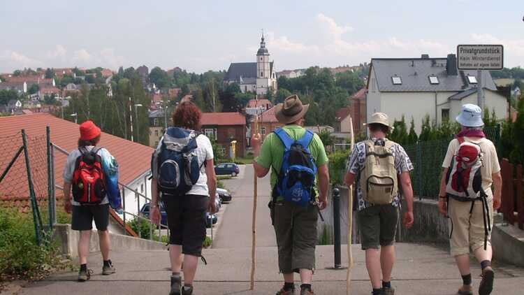Pilger auf dem Weg nach Penig - Kirche im Land des Roten Porphyr e.V.